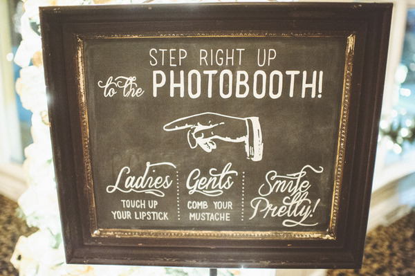 Vintage wedding photobooth sign
