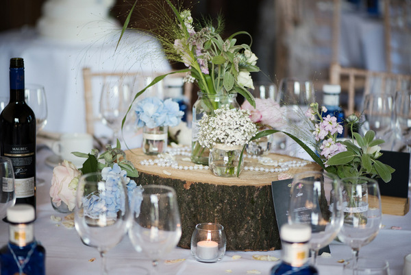 Log slice and flowers for wedding table centrepiece