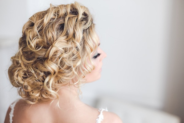 Soft, curly bridal hairstyle