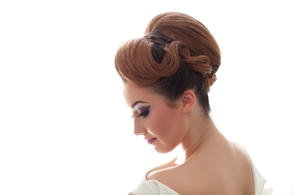 Sleek bridal updo hairsty;e