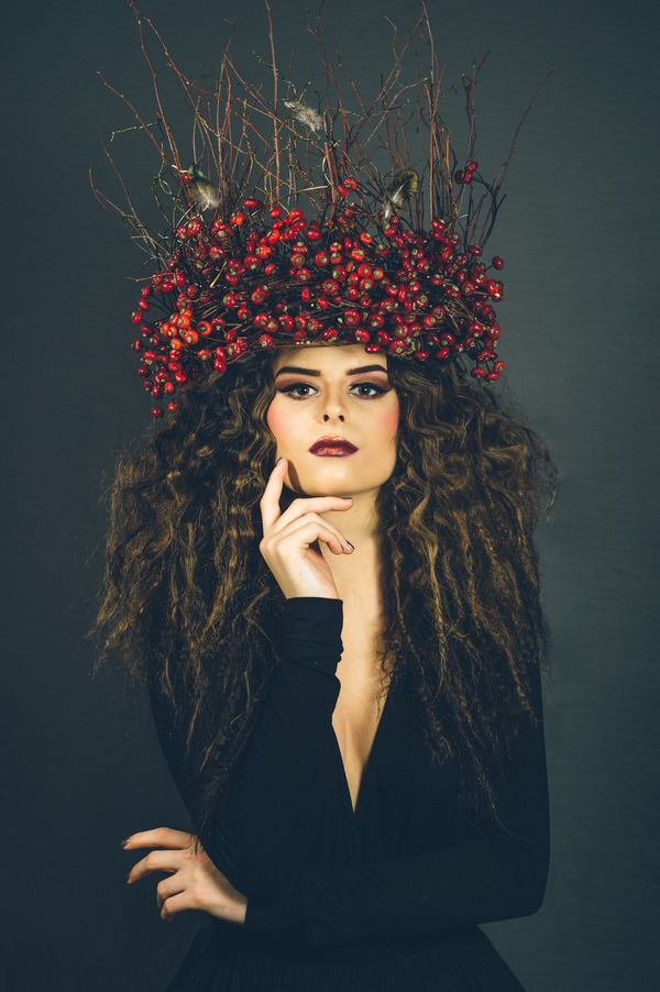 Alternative bride with winter berry crown
