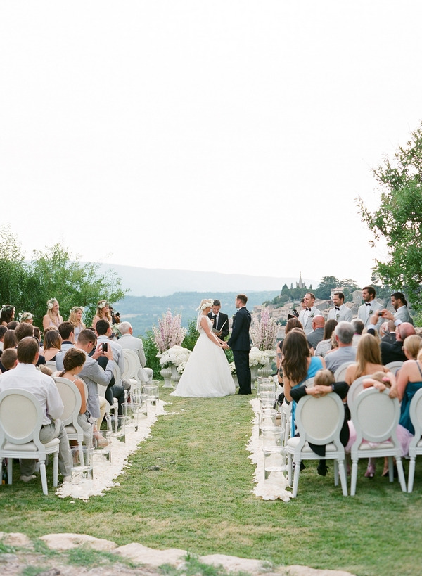 Outdoor wedding ceremony in Bonnieux, Provence