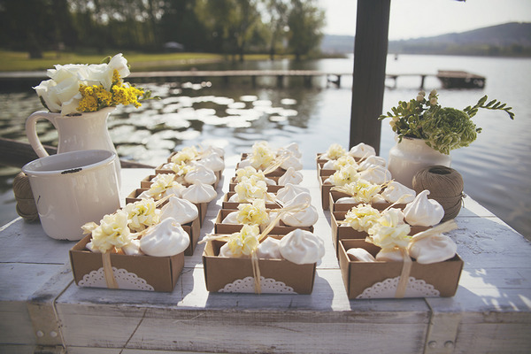 Table of wedding favours
