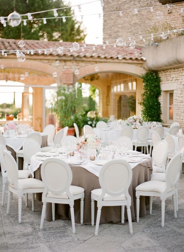 Elegant round wedding table