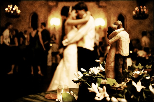 Bride and groom dancing with same pose as cake topper - Picture by Dmitri Markine Photography