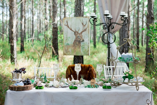 Wedding table with woodland styling