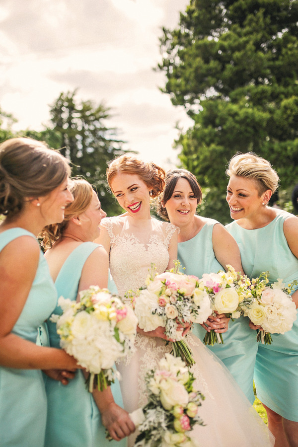 Bride with bridesmaids in mint dresses