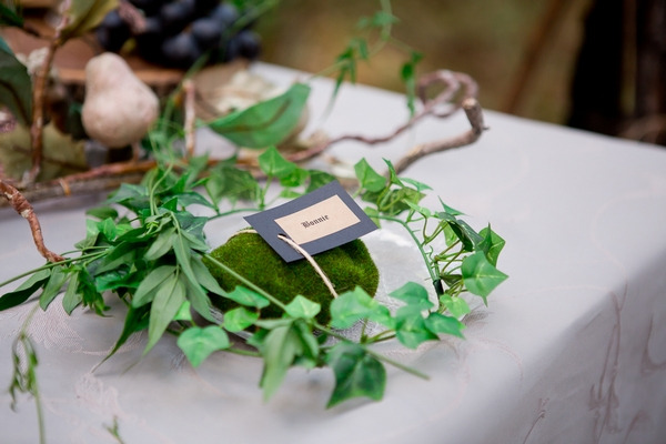 Ring of leaves on wedding table