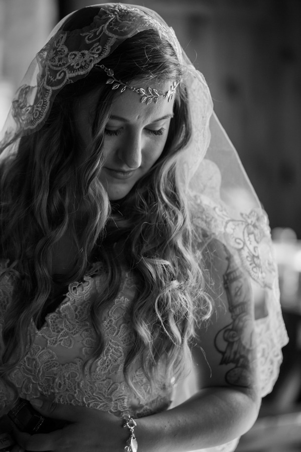 Bride with forehead chain and lace detailed wedding dress