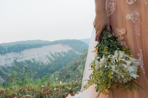 Bouquet in bride's hand