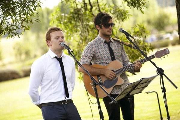 Acoustic wedding performers