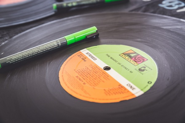 Vinyl record for wedding guests to sign