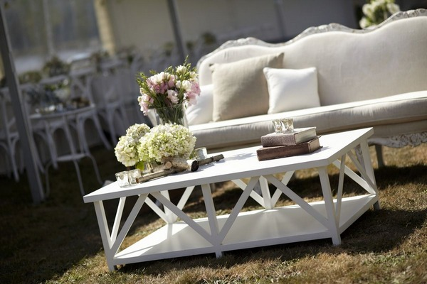Outdoor couch for wedding