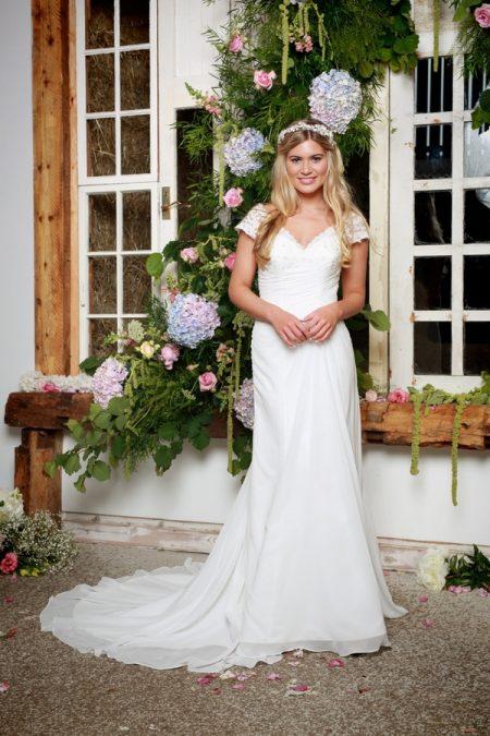 Dakota Wedding Dress - Amanda Wyatt She Walks with Beauty 2017 Bridal Collection