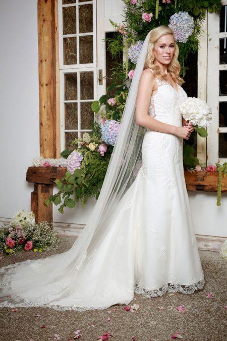 Elenor Wedding Dress with Veil - Amanda Wyatt She Walks with Beauty 2017 Bridal Collection