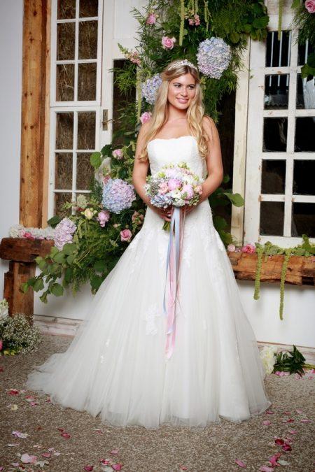 Florianna Wedding Dress - Amanda Wyatt She Walks with Beauty 2017 Bridal Collection