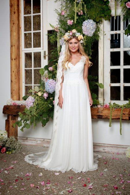 Lettie Wedding Dress in Ivory - Amanda Wyatt She Walks with Beauty 2017 Bridal Collection