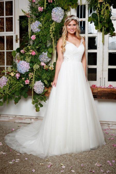 North Wedding Dress in Ivory - Amanda Wyatt She Walks with Beauty 2017 Bridal Collection