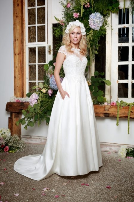 Wren Wedding Dress - Amanda Wyatt She Walks with Beauty 2017 Bridal Collection