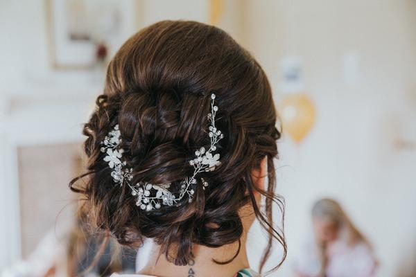 Bride's hair accessory