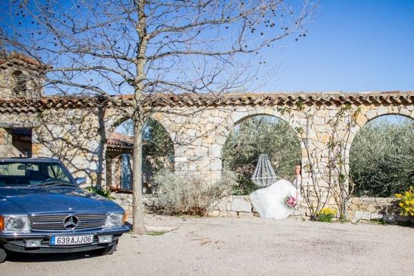 Mercedes wedding car and bride