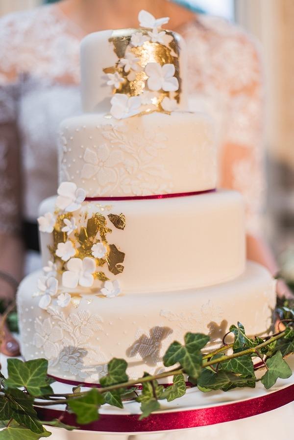 Detail on winter wedding cake