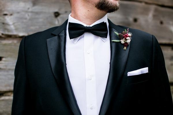 Groom's attire
