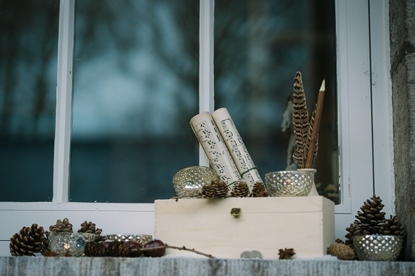 Scrolls and pine cones