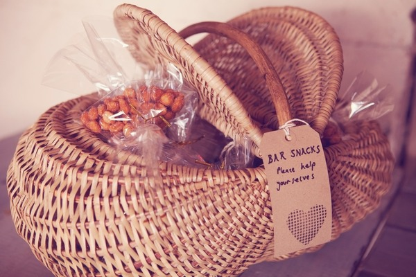 Basket or bar snacks