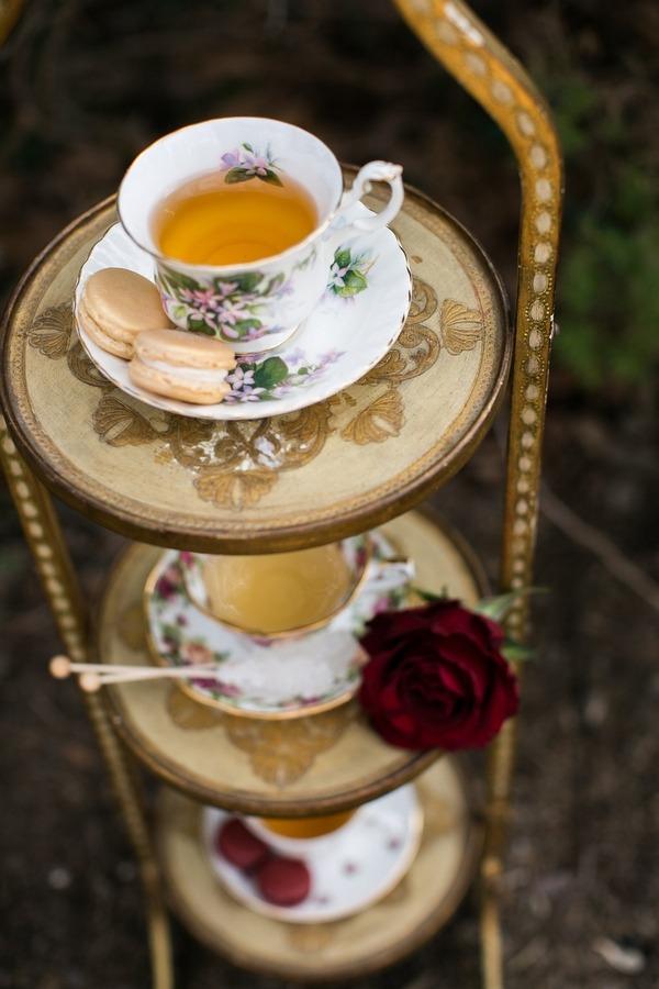 Stand of vintage teacups