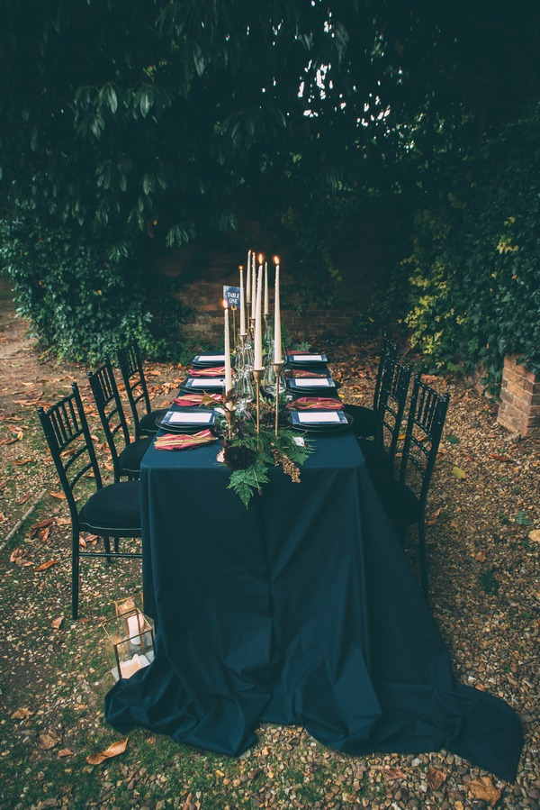 Wedding table with dark blue trailing tablecloth