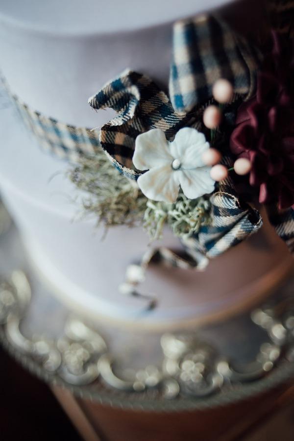 Floral wedding cake detail