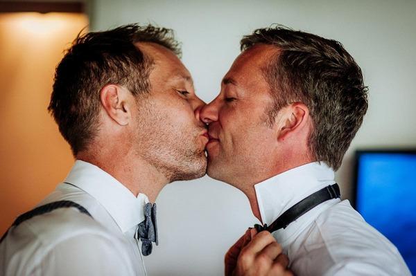Grooms kiss