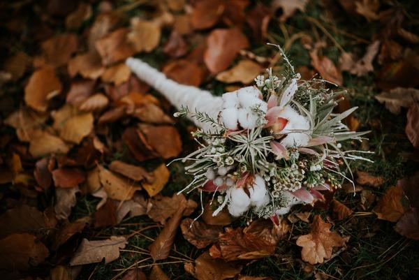 Cone-shaped bridal bouquet