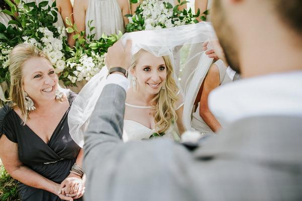 Badekin - groom pulling veil over bride's face