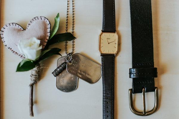 Groom's accessories
