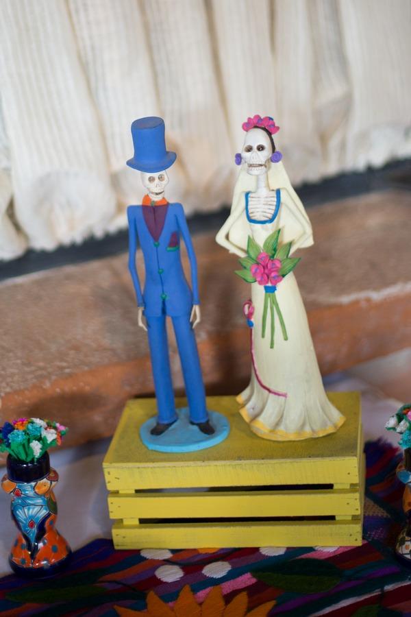 Bride and groom skeleton ornaments