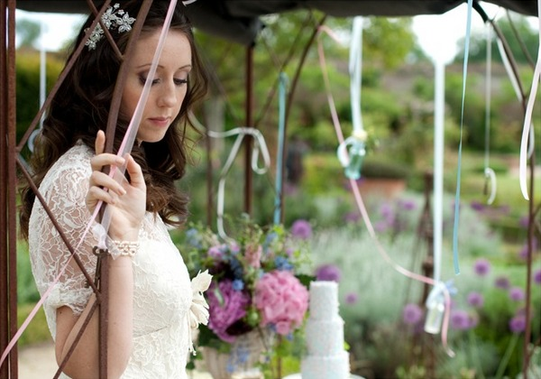 Bridal Accessories for a Vintage Tea Party Wedding