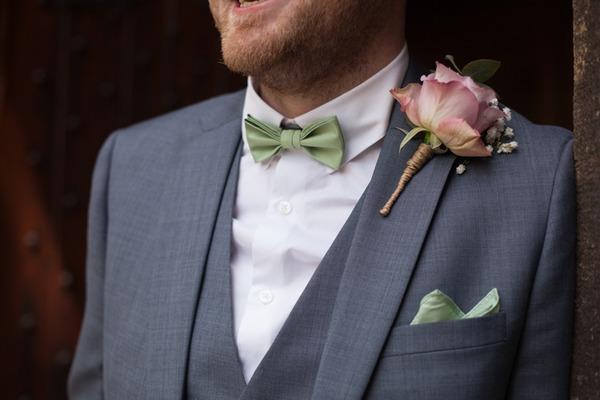 Groom's single flower buttonhole