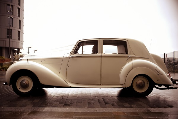 Classic Rolls-Bentley wedding car