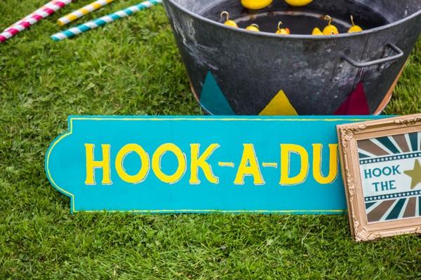 Hook-A-Duck sign