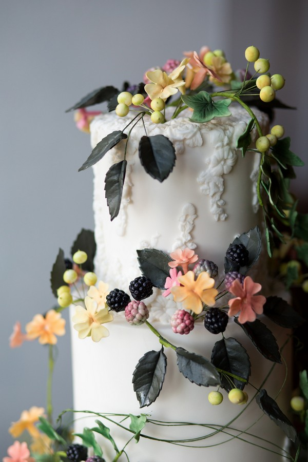 Climbing sugar flower cake detail
