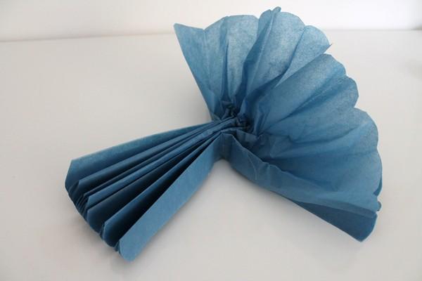 Fan out tissue paper pom pom