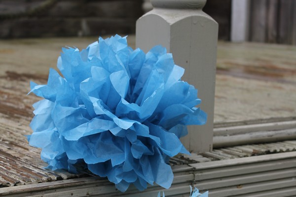 DIY Tutorial: How to Make Pom Poms from Tissue Paper