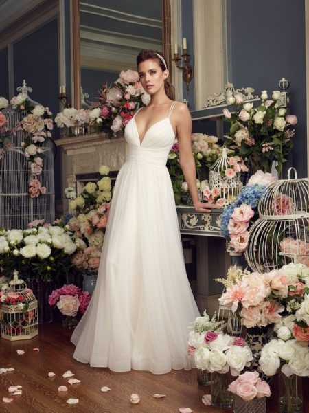 2155 wedding dress from the Mikaella Autumn/Winter 2017 Bridal Collection