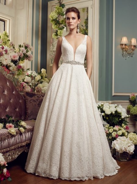 2167 wedding dress from the Mikaella Autumn/Winter 2017 Bridal Collection