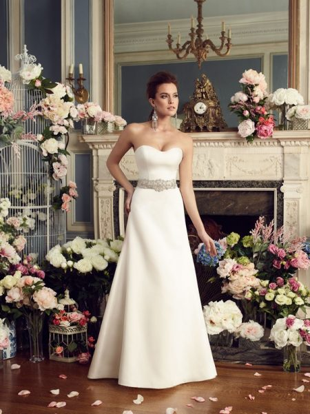 2170 wedding dress from the Mikaella Autumn/Winter 2017 Bridal Collection
