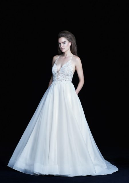 4752 wedding dress from the Paloma Blanca Autumn/Winter 2017 Bridal Collection