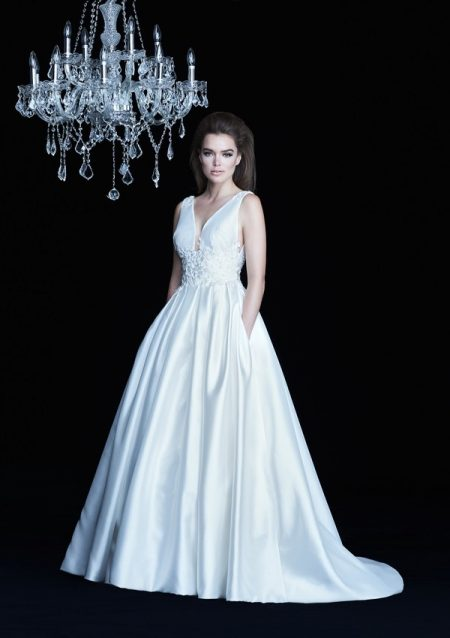 4757 wedding dress from the Paloma Blanca Autumn/Winter 2017 Bridal Collection