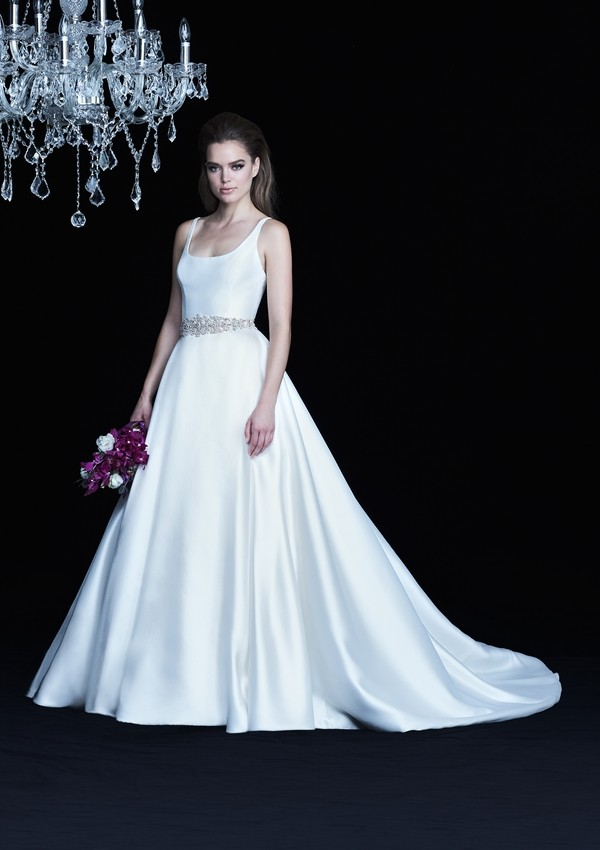 4764 wedding dress from the Paloma Blanca Autumn/Winter 2017 Bridal Collection
